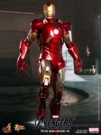 Hot Toys - The Avengers - Iron Man Mark VII 001