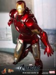 Hot Toys - The Avengers - Iron Man Mark VII 003