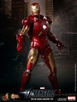 Hot Toys - The Avengers - Iron Man Mark VII 004