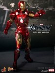 Hot Toys - The Avengers - Iron Man Mark VII 005