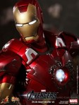 Hot Toys - The Avengers - Iron Man Mark VII 006