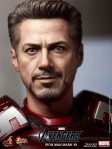 Hot Toys - The Avengers - Iron Man Mark VII 008