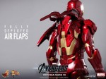 Hot Toys - The Avengers - Iron Man Mark VII 010