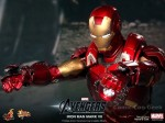 Hot Toys - The Avengers - Iron Man Mark VII 016