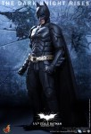 Hot Toys - The Dark Knight Rises - 1-4th-Scale Batman Collectible Figure 002